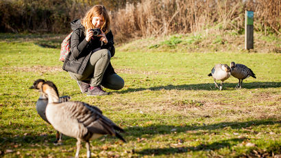 Student takes photos of wildlife on field trip